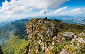 Vẻ đẹp thiên nhiên hùng vĩ và thơ mộng trong Tây Tiến qua 2 đoạn thơ